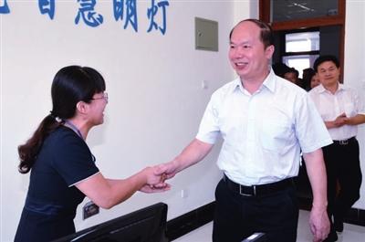 赵浩军_市人大常委会副主任李惠玲,市政协副主席赵浩军一同看望.